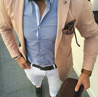 How to wear: tan cotton blazer, light blue dress shirt, white chinos, dark green leather tassel loafers