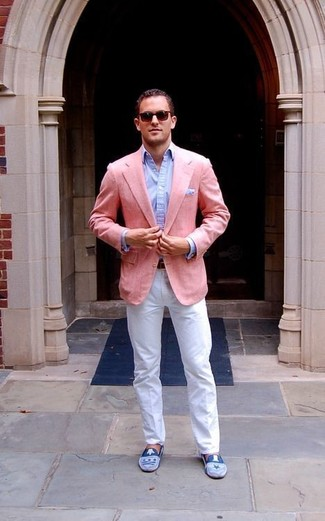 How to wear: pink blazer, light blue dress shirt, white chinos, blue suede loafers
