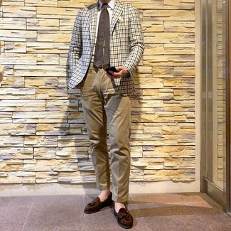 How to Wear a Beige Gingham Blazer For Men: As you can see, it doesn't require that much effort for a man to look casually classic. Pair a beige gingham blazer with khaki chinos and you'll look incredibly stylish. Complete your ensemble with a pair of dark brown suede tassel loafers to immediately amp up the wow factor of any look.