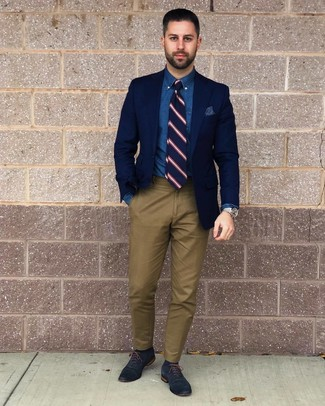 How to wear: navy blazer, blue chambray dress shirt, olive chinos, navy leather oxford shoes