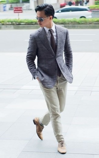 How to Wear Tan Suede Oxford Shoes: Showcase that nobody does smart casual men's fashion quite like you do by wearing a grey blazer and beige chinos. Tan suede oxford shoes are a fail-safe way to give an extra dose of style to this outfit.