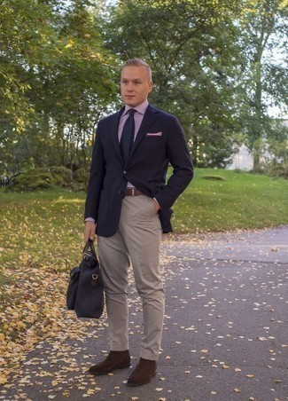 How to Wear a Navy Canvas Briefcase: This casual combination of a navy blazer and a navy canvas briefcase is simple, sharp and extremely easy to recreate. And if you need to instantly dress up this ensemble with a pair of shoes, add dark brown suede chelsea boots to the mix.