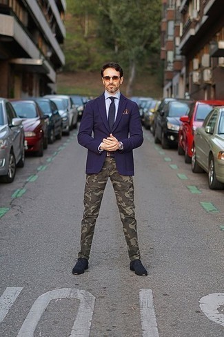 Olive Camouflage Chinos Outfits: Go for a straightforward yet sharp option putting together a navy blazer and olive camouflage chinos. For something more on the elegant side to finish off this ensemble, add a pair of navy suede derby shoes.