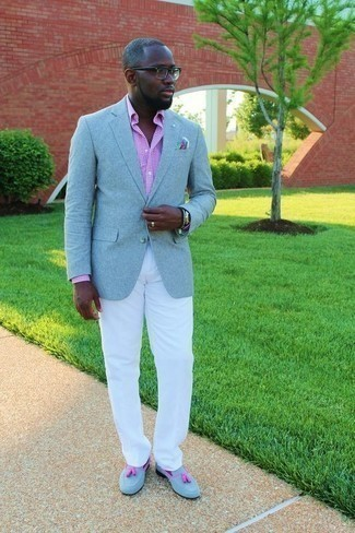 Men's Looks & Outfits: What To Wear In 2020: A light blue blazer and white chinos are essential in any guy's classic and casual wardrobe. Kick up this ensemble by finishing off with light blue suede tassel loafers.