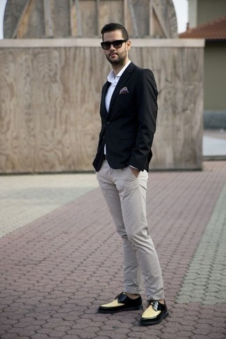 How to Wear a Black Leather Belt For Men: This combo of a black blazer and a black leather belt is dapper and yet it looks relaxed enough and ready for anything. You can get a bit experimental when it comes to footwear and complement this outfit with multi colored leather derby shoes.