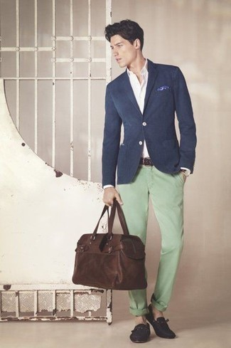 Men's Looks & Outfits: What To Wear In 2020: This combination of a navy blazer and mint chinos looks elegant, but in a modern way. Add a pair of navy canvas tassel loafers to the equation for an extra touch of style.