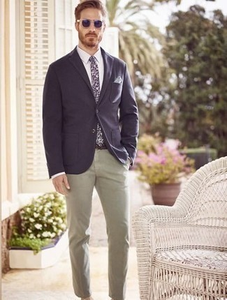 How to Wear Navy Sunglasses For Men: You can look dapper without trying too hard in a navy blazer and navy sunglasses.
