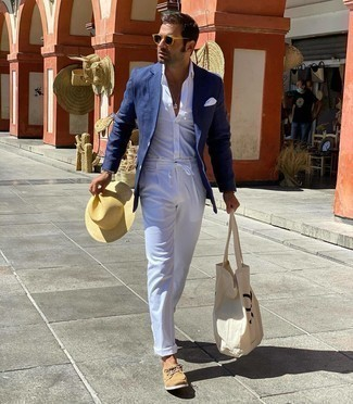 Beige Straw Hat Outfits For Men: You'll be amazed at how easy it is for any guy to throw together a bold casual look like this. Just a navy blazer and a beige straw hat. Let your styling expertise truly shine by rounding off this look with a pair of tan suede boat shoes.