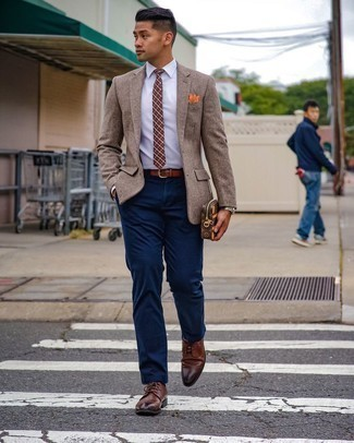 Brown Leather Zip Pouch Outfits For Men: Choose a tan wool blazer and a brown leather zip pouch to assemble a street style and comfortable ensemble. Brown leather derby shoes will take your ensemble in a dressier direction.