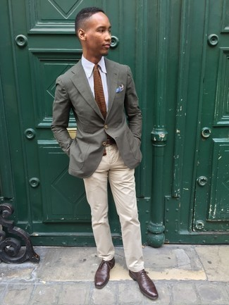 Olive Blazer Outfits For Men: One of the coolest ways for a man to style such a functional item as an olive blazer is to marry it with beige chinos. Dark brown leather oxford shoes will breathe an extra touch of elegance into an otherwise mostly dressed-down getup.