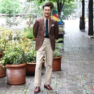 Belt Outfits For Men: If you enjoy a more relaxed approach to styling, why not consider pairing a brown blazer with a belt? A pair of brown leather loafers easily ups the wow factor of your outfit.