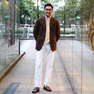 Brown Leather Loafers Outfits For Men: Breathe laid-back refinement into your daily repertoire with a dark brown blazer and white chinos. Complement this outfit with brown leather loafers to effortlessly bump up the style factor of your outfit.