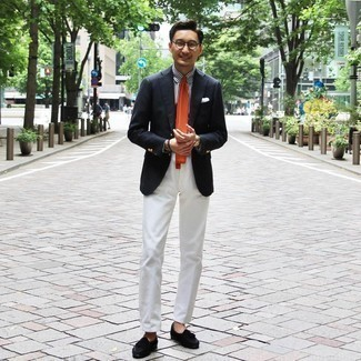 Dark Brown Bracelet Warm Weather Outfits For Men: The perfect choice for a cool relaxed getup? A navy blazer with a dark brown bracelet. If you wish to easily dress up this outfit with a pair of shoes, why not complete your ensemble with black suede tassel loafers?