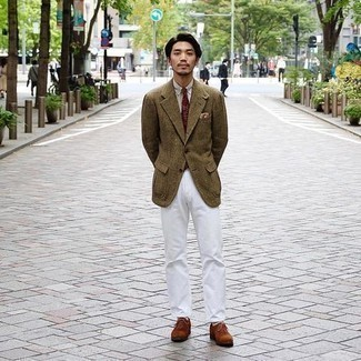 Olive Check Wool Blazer Outfits For Men: Pair an olive check wool blazer with white chinos and get ready to be recognized as a connoisseur of modern men's style. Add an elegant twist to an otherwise utilitarian outfit by slipping into a pair of tobacco suede oxford shoes.