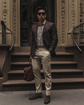 Gold Bracelet Outfits For Men: Marrying a dark brown blazer with a gold bracelet is a great idea for a cool and casual getup. And if you want to effortlessly up the style ante of your ensemble with a pair of shoes, why not complete this ensemble with a pair of dark brown suede chelsea boots?