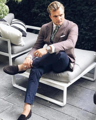 Silver Bracelet Outfits For Men: Reach for a dark brown blazer and a silver bracelet for a stylish and easy-going outfit. Rounding off with a pair of dark brown suede loafers is a simple way to bring some extra definition to your ensemble.