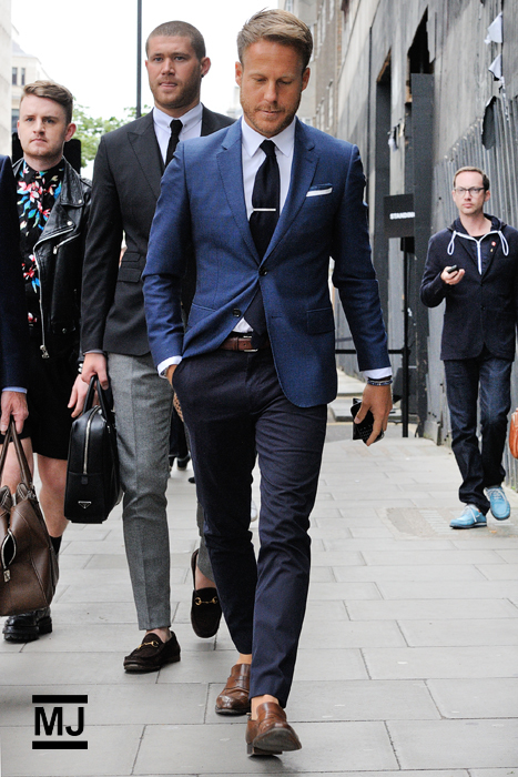 Which Chinos To Wear With a Navy Blazer | Men's Fashion