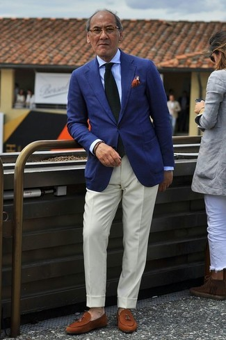 How to Wear an Orange Polka Dot Pocket Square: In situations comfort is prized, this combo of a navy blazer and an orange polka dot pocket square is always a winner. Ramp up your look by slipping into tobacco suede tassel loafers.