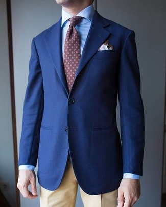 Dress in a navy blazer and khaki dress pants for a sharp, fashionable look. An ensemble like this is just what you need to get sartorially inspired this summer season.