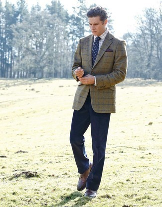 How to Wear Navy Dress Pants For Men: This elegant pairing of an olive check blazer and navy dress pants is a frequent choice among the fashion-savvy guys. Complete this outfit with a pair of brown leather brogues and you're all set looking dashing.