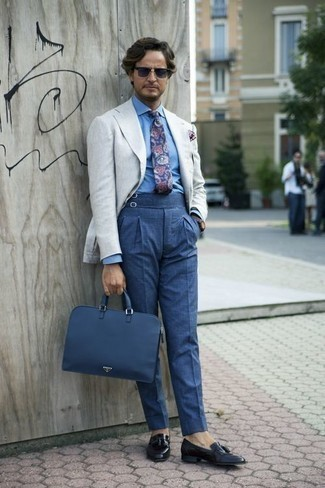 How to Wear a Navy Paisley Tie For Men: This pairing of a grey linen blazer and a navy paisley tie is ideal when you need to look classy and seriously stylish. As for footwear, complement this getup with navy leather tassel loafers.