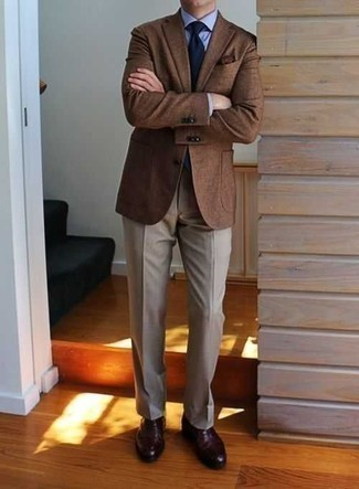 How to Wear a Dark Brown Pocket Square: When you want to look dapper and remain comfortable, opt for a brown blazer and a dark brown pocket square. Amp up the appeal of your getup by finishing off with a pair of burgundy leather oxford shoes.