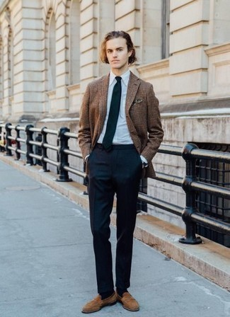 How to Wear a Brown Plaid Blazer For Men: Putting together a brown plaid blazer with navy dress pants is an amazing idea for a stylish and polished getup. Throw in a pair of tan suede loafers and off you go looking boss.