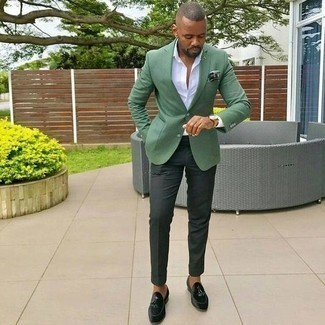 How to Wear a Dark Green Print Pocket Square: This casual combo of a green blazer and a dark green print pocket square is ideal when you need to look dapper in a flash. For a sleeker touch, why not complete your ensemble with a pair of dark green velvet tassel loafers?