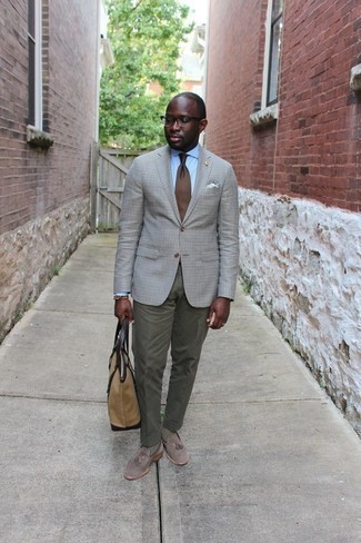 Men's Looks & Outfits: What To Wear In 2020: Pair a grey check blazer with olive dress pants to look like a true dandy. For maximum style, complete this getup with grey suede tassel loafers.