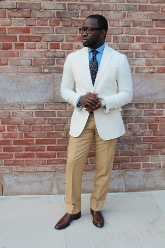 Men's Looks & Outfits: What To Wear In 2020: Go for a classy look in a white blazer and khaki dress pants. Slip into a pair of brown leather derby shoes and ta-da: the ensemble is complete.