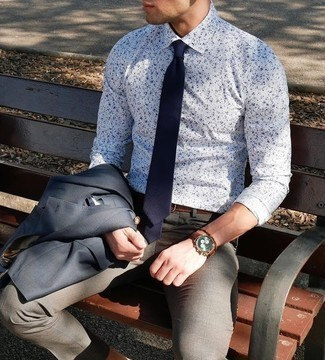 How to Wear Grey Dress Pants For Men: Pairing a navy blazer and grey dress pants will prove your sartorial chops.