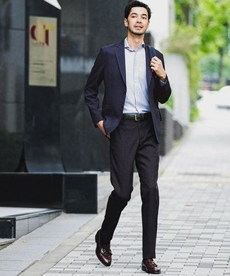 How to Wear a Navy Blazer For Men: This is indisputable proof that a navy blazer and black dress pants look awesome when worn together in a polished ensemble for today's gent. Introduce a pair of burgundy leather tassel loafers to the equation and you're all set looking incredible.