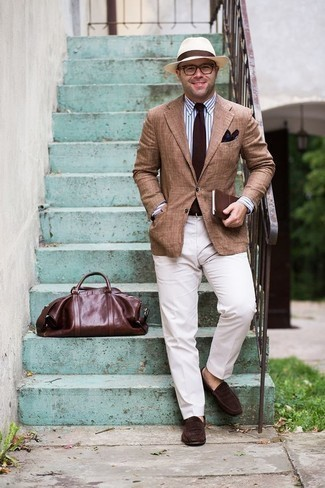 How to Wear a Dark Brown Tie For Men: This polished pairing of a tan blazer and a dark brown tie is a common choice among the dapper gents. Let your sartorial sensibilities really shine by completing this look with a pair of dark brown suede loafers.