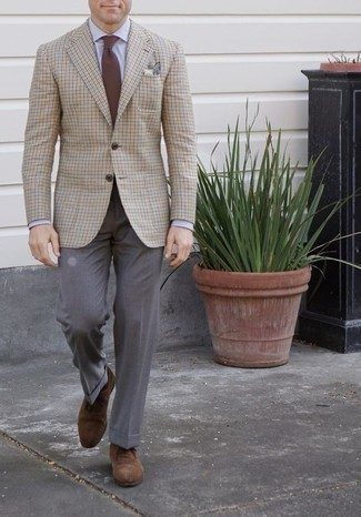 How to Wear a Beige Pocket Square: This combo of a beige check blazer and a beige pocket square is solid proof that a straightforward casual outfit can still be really interesting. Lift up this look with brown suede oxford shoes.