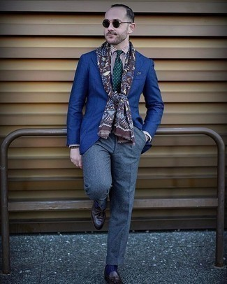 How to Wear Blue Dress Pants For Men: Marrying a blue blazer and blue dress pants is a guaranteed way to infuse your styling lineup with some masculine sophistication. Add dark brown leather tassel loafers to your getup for extra style points.