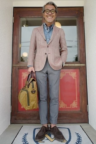 Dark Brown Suede Derby Shoes Outfits: Marrying a tan blazer with grey dress pants is an amazing choice for a classic and classy look. A pair of dark brown suede derby shoes looks wonderful here.