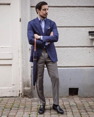 Blue Blazer Outfits For Men: Loving the way this pairing of a blue blazer and grey dress pants instantly makes a man look elegant and dapper. We're loving how cohesive this outfit looks when complemented by dark purple leather tassel loafers.