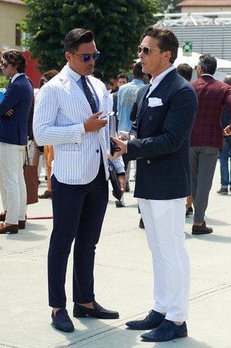 How to Wear a White and Navy Vertical Striped Blazer For Men: This classy combination of a white and navy vertical striped blazer and navy dress pants is a must-try outfit for any man. If not sure about what to wear in the footwear department, complete your ensemble with a pair of navy suede loafers.