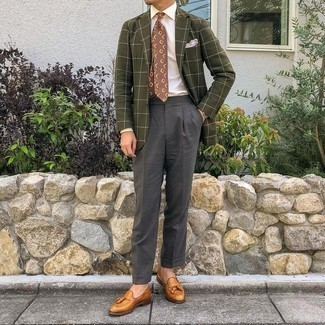Pink Pocket Square Outfits: This pairing of an olive check blazer and a pink pocket square speaks comfort and versatility. If you wish to easily perk up this look with a pair of shoes, why not introduce tobacco leather tassel loafers to the equation?