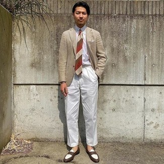 Men's Outfits 2020: Go for a beige linen blazer and white dress pants and you will definitely make an entrance. A pair of brown leather loafers is a great idea to complement this look.