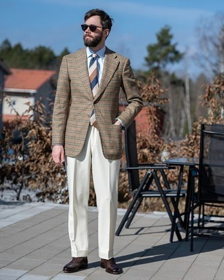White Socks Outfits For Men: This off-duty combo of a tan houndstooth wool blazer and white socks is clean, dapper and extremely easy to copy. Clueless about how to finish off this ensemble? Finish off with a pair of dark brown leather oxford shoes to bump up the style factor.