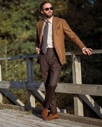 Beige Dress Shirt Outfits For Men: A beige dress shirt and dark brown dress pants are absolute must-haves if you're crafting a sophisticated wardrobe that holds to the highest men's style standards. Kick up the cool of your ensemble by rocking a pair of brown suede loafers.
