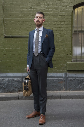 Suspenders Outfits: A navy blazer and suspenders are wonderful menswear must-haves that will integrate perfectly within your casual routine. Brown leather brogues will easily lift up even the simplest of getups.