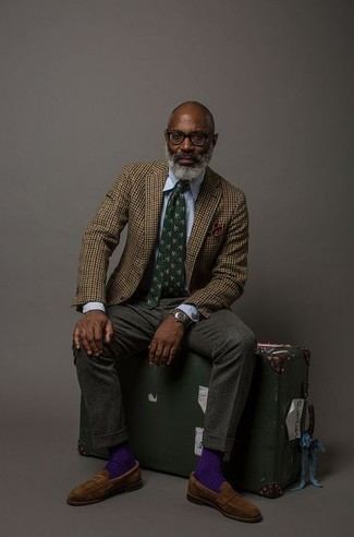 Tie Spring Outfits For Men: This combination of a brown houndstooth wool blazer and a tie is a surefire option when you need to look like a menswear maven. Let your styling prowess truly shine by finishing off your ensemble with brown suede loafers. A practical example of transitional style, this ensemble is perfect come spring.