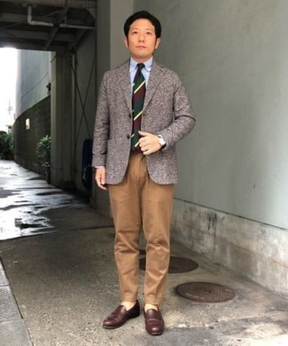 Khaki Dress Pants Outfits For Men: This polished combination of a brown wool blazer and khaki dress pants is really a statement-maker. When in doubt about the footwear, introduce a pair of dark brown leather loafers to the equation.