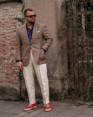 Men's Outfits 2021: A brown plaid blazer and white dress pants are absolute mainstays if you're piecing together a stylish wardrobe that matches up to the highest menswear standards. Rounding off with red canvas low top sneakers is a surefire way to introduce a more relaxed finish to your look.