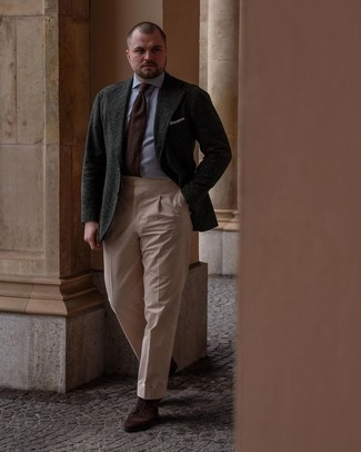 Men's Outfits 2021: To look like a perfect dandy, wear a dark green wool blazer with khaki dress pants. A great pair of dark brown suede casual boots is an effective way to power up this look.