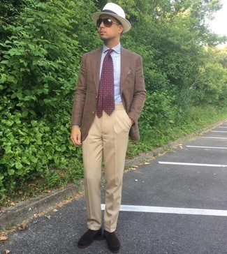 Dark Brown Suede Loafers Outfits For Men: This is indisputable proof that a brown blazer and khaki dress pants look amazing when worn together in a polished outfit for today's gentleman. If you're wondering how to finish, slip into dark brown suede loafers.
