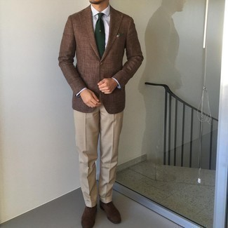 Dark Brown Suede Oxford Shoes Outfits: This combination of a brown blazer and beige dress pants oozes refined elegance. Dark brown suede oxford shoes serve as the glue that will bring your look together.