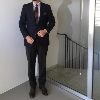 Navy Print Pocket Square Outfits: Parade your expertise in men's fashion by opting for this bold casual pairing of a navy houndstooth blazer and a navy print pocket square. Introduce dark brown leather oxford shoes to the equation to instantly jazz up the getup.